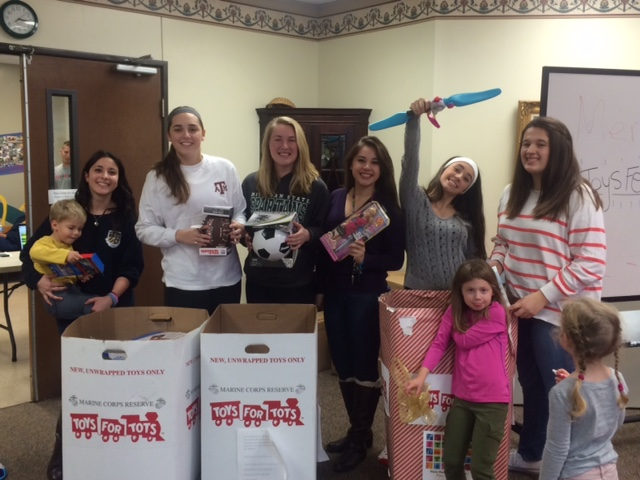 Toys For Tots Volunteer : Savio volleyball players volunteer at toys for tots